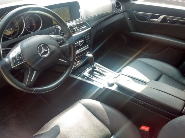 Mercedes Benz Clase C Interior 4