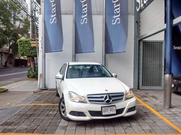Mercedes Benz Clase C Interior 12