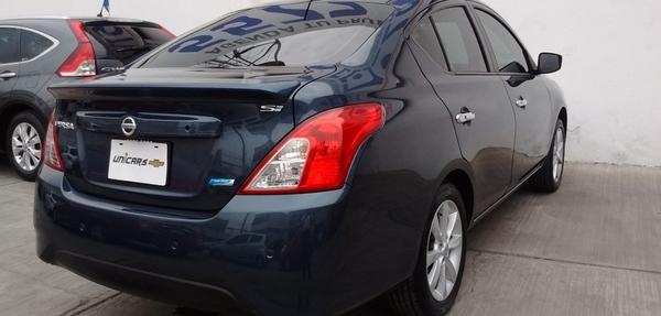 Nissan Versa Lateral izquierdo 8
