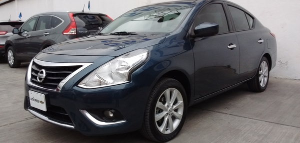Nissan Versa Asientos 10