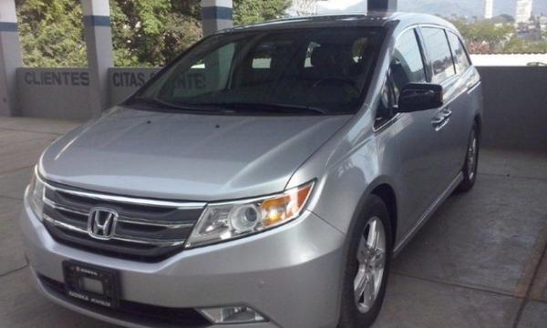 Honda Odyssey Lateral derecho 3