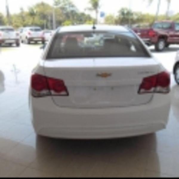 Chevrolet Cruze Lateral izquierdo 4
