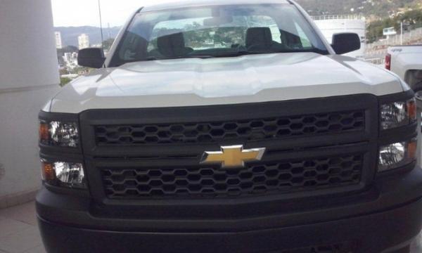 Chevrolet Silverado 2500 Arriba 1