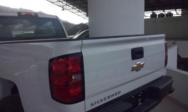 Chevrolet Silverado 2500 Lateral izquierdo 4