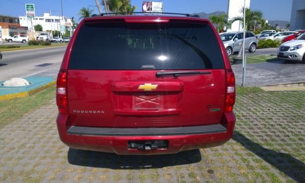 Chevrolet Suburban Lateral derecho 3
