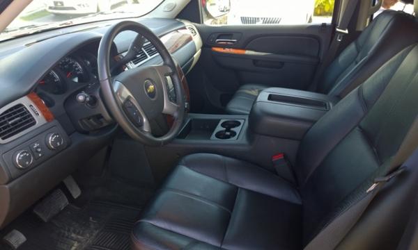 Chevrolet Suburban Atrás 2