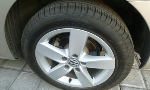 Volkswagen Jetta Lateral derecho 4