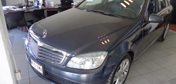 Mercedes Benz Clase C Lateral izquierdo 10
