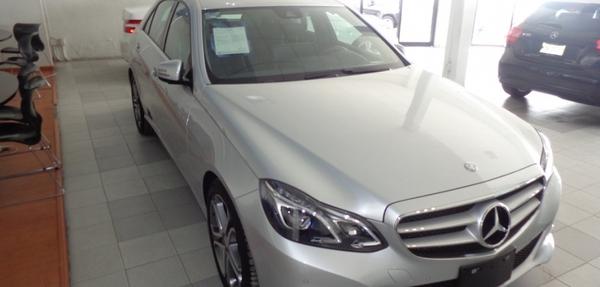 Mercedes Benz Clase E Atrás 14