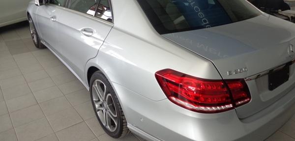Mercedes Benz Clase E Lateral derecho 13
