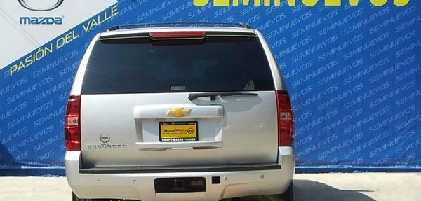 Chevrolet Suburban Atrás 5