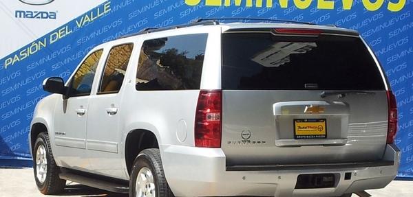 Chevrolet Suburban Frente 4
