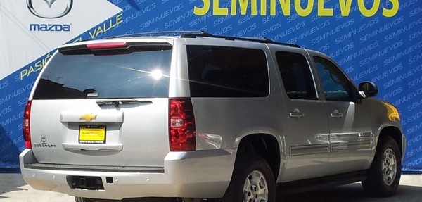 Chevrolet Suburban Frente 3