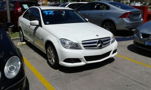 Mercedes Benz Clase C Lateral derecho 1