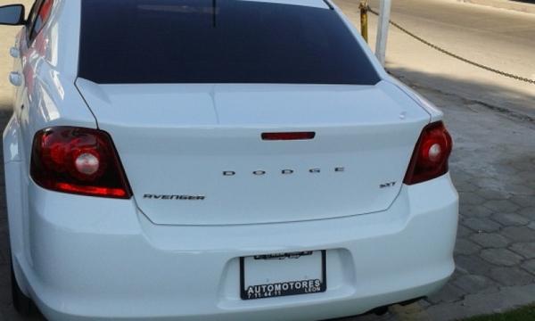 Dodge Avenger Lateral derecho 4