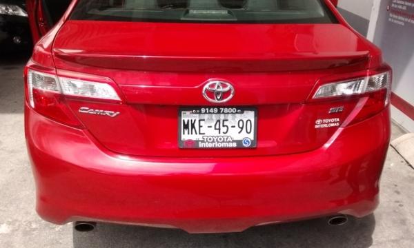 Toyota Camry Atrás 11