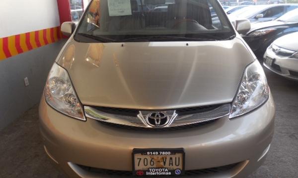 Toyota Sienna Frente 13