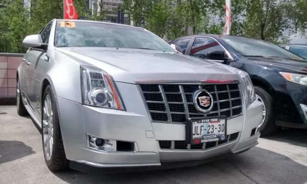 Cadillac CTS Lateral derecho 17