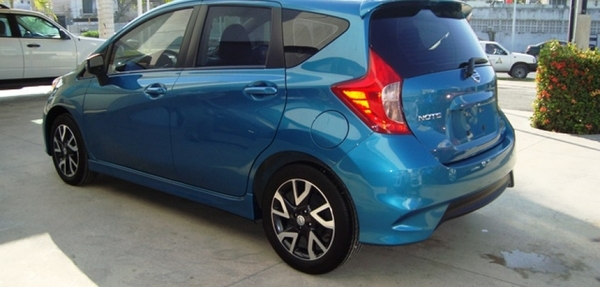 Nissan Note Lateral derecho 16