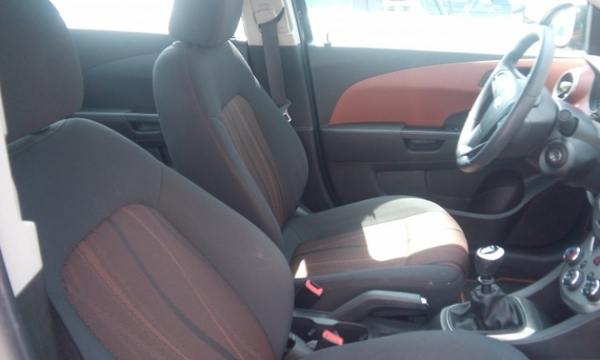 Chevrolet Sonic Arriba 4