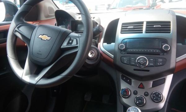 Chevrolet Sonic Lateral izquierdo 3