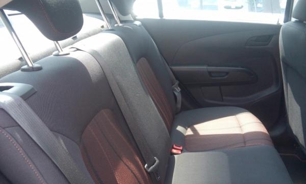 Chevrolet Sonic Lateral izquierdo 1