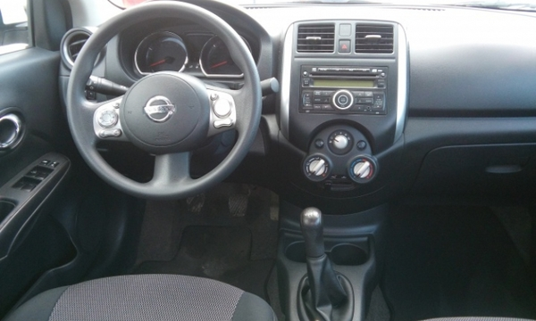 Nissan Versa Llantas 6