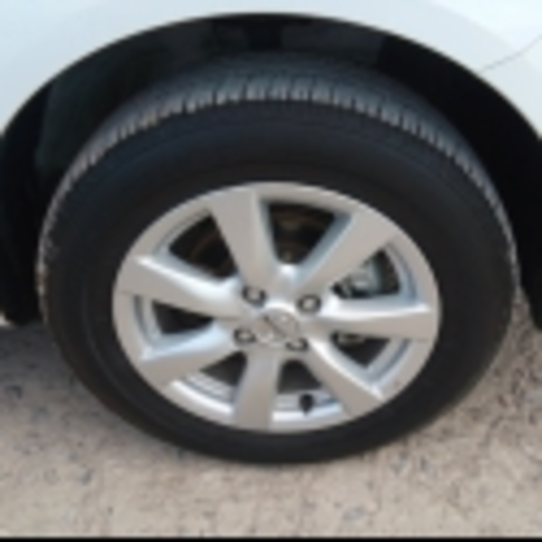 Nissan Versa Atrás 3