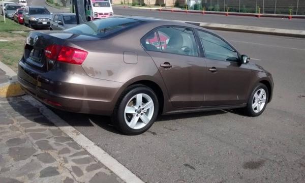 Volkswagen Jetta Lateral izquierdo 4