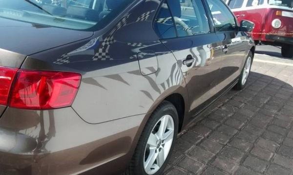 Volkswagen Jetta Lateral izquierdo 2