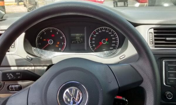 Volkswagen Jetta Frente 11