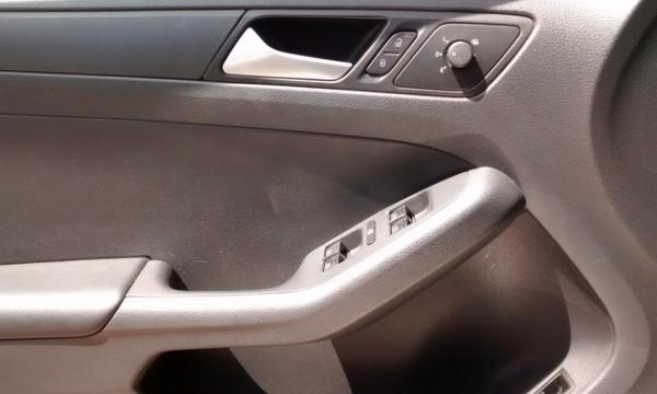 Volkswagen Jetta Lateral izquierdo 9