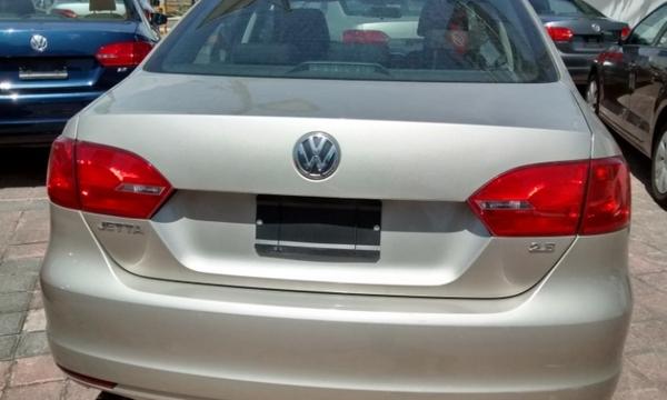 Volkswagen Jetta Lateral izquierdo 1