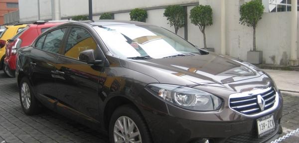Renault Fluence Atrás 12