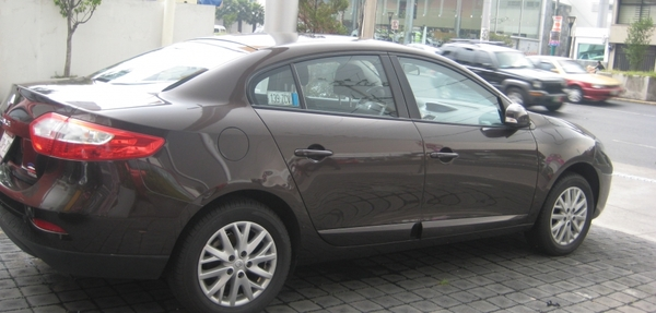Renault Fluence Lateral izquierdo 9