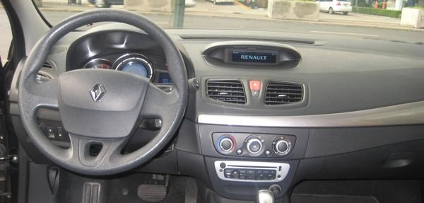 Renault Fluence Lateral derecho 5