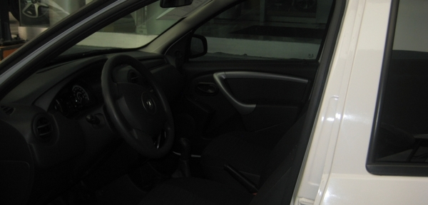Renault Sandero Lateral izquierdo 11