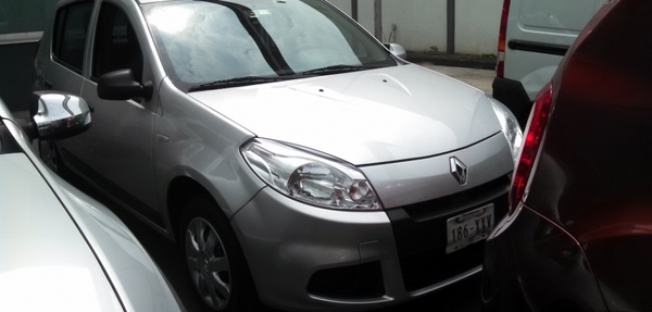 Renault Sandero Frente 14