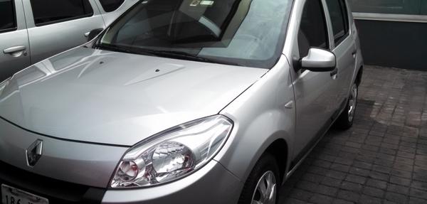 Renault Sandero Atrás 13
