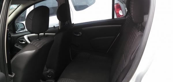 Renault Sandero Lateral izquierdo 8