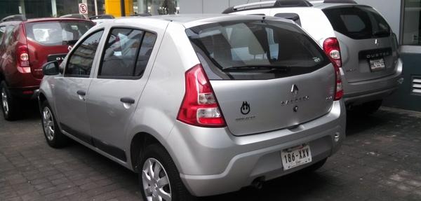 Renault Sandero Atrás 4