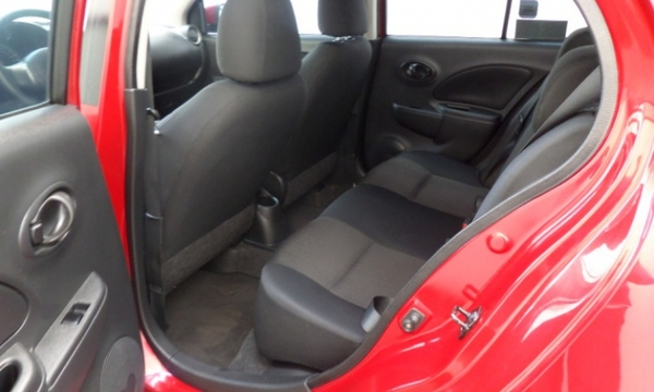Nissan March Lateral izquierdo 9