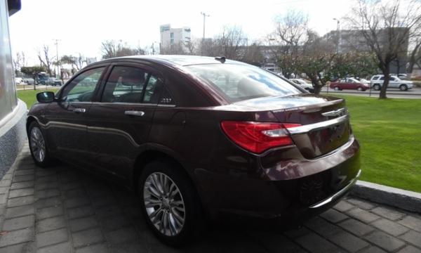 Chrysler 200 Interior 6