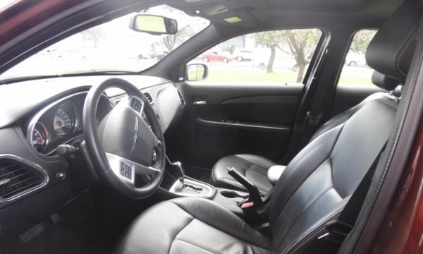 Chrysler 200 Arriba 5