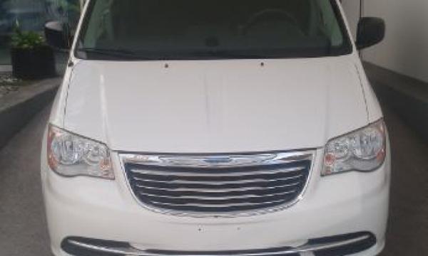 Chrysler Town & Country Frente 15