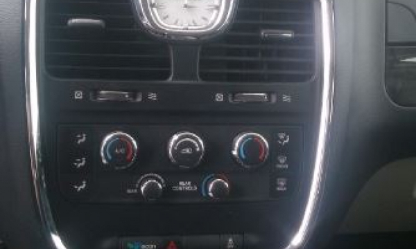 Chrysler Town & Country Interior 14