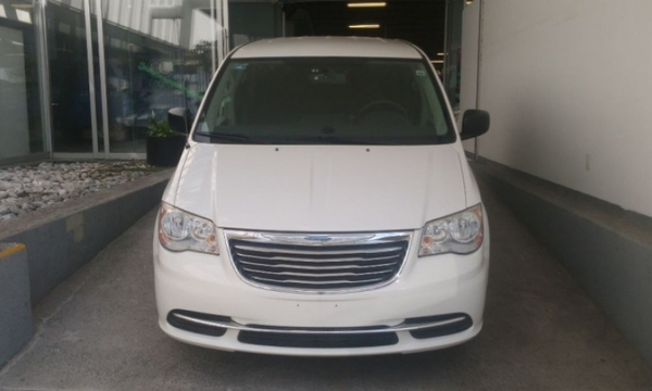 Chrysler Town & Country Llantas 9