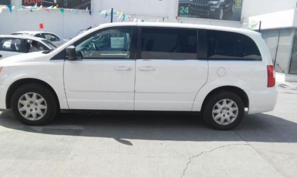 Chrysler Town & Country Llantas 6