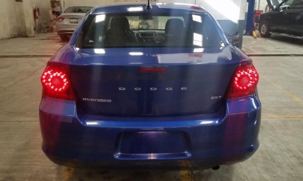 Dodge Avenger Atrás 12