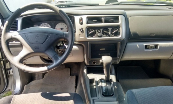 Mitsubishi Montero Sport Lateral izquierdo 6
